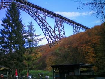 """""""El Puente Müngsten"""". Autor: Ezequiel Estebo"""