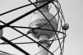"""""""El Fernsehturm (Torre de televisión) ubicada en el centro de Berlín"""". Autor: Taran Toni"""