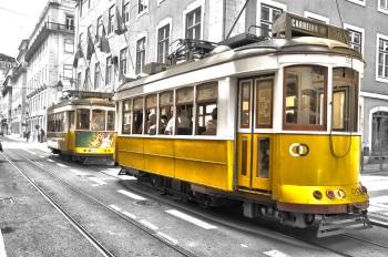 """Tranvía Nº 28 en Lisboa"". Autor: Johny Santiago Ríos"